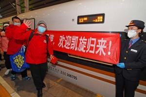 新冠肺炎欢迎凯旋第一批返京的援鄂国家医疗队队员抵京